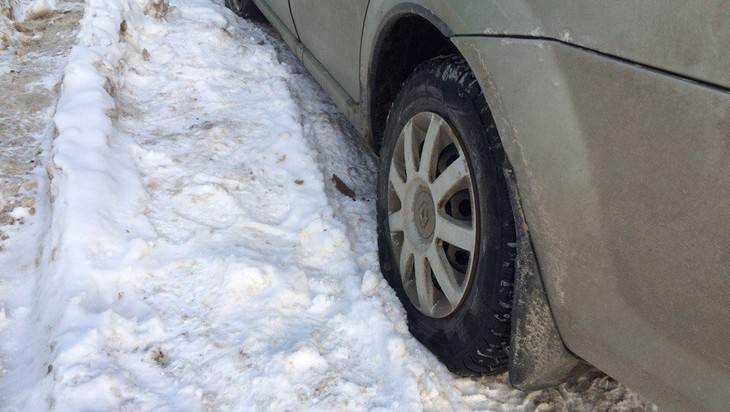 В Брянске неизвестные мстители прокололи колеса 10 автомобилей