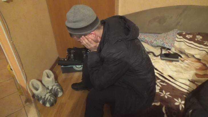 Жители Брянска попались на краже с кладбища восьми цепей