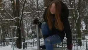 Брянская школьница залезла на кладбищенский крест ради «бесстрашия»