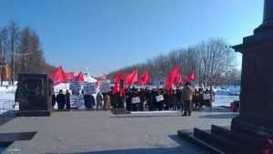 В Брянске коммунисты и либерал-демократы провели незаметные митинги