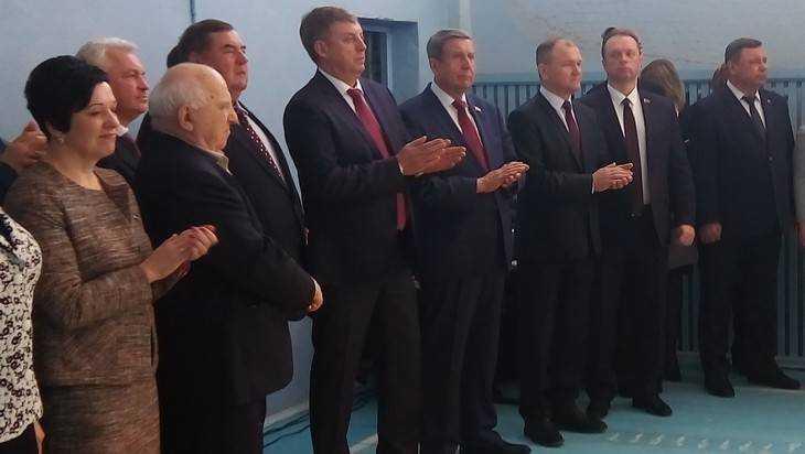 Брянский губернатор Богомаз открыл площадку для самбо в школе №43