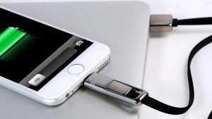 Брянских торговцев обвинили в продаже поддельных кабелей для айфонов
