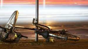 Под Брянском неизвестный водитель покалечил велосипедистку и скрылся