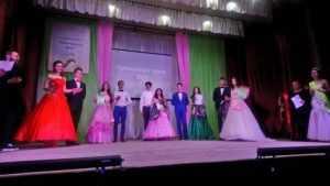 В Дятькове прошел сомнительный конкурс красоты среди школьниц