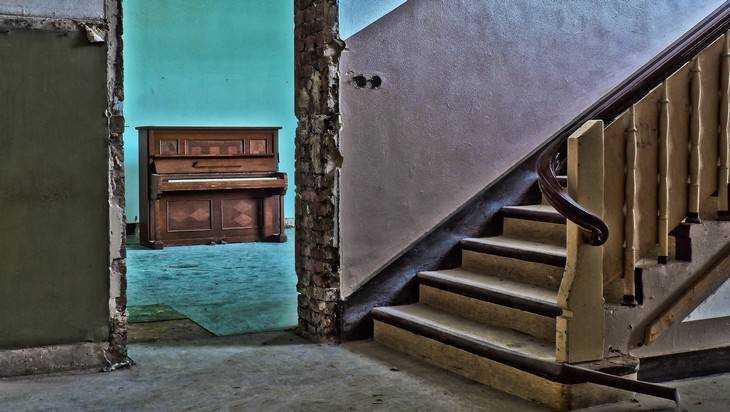 Жителя Клинцов осудят за гибель женщины, упавшей с его рук на лестницу