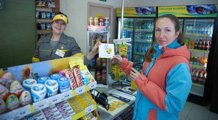 «Роснефть» дарит женщинам открытки со стихами Ахматовой