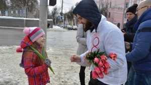 В Брянске студенты-медики провели праздничную акцию «Вам, любимые»