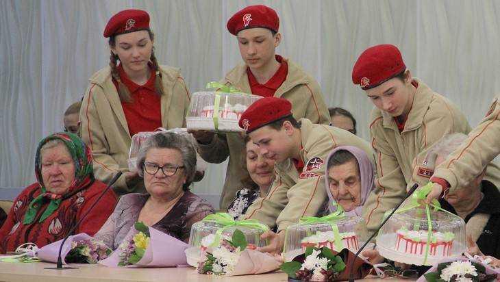 Брянские матери и вдовы погибших воинов будут получать по 18000 рублей