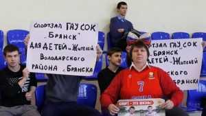 Тренер Людмила Белик ударила мешком депутата Брянской думы Бугаева