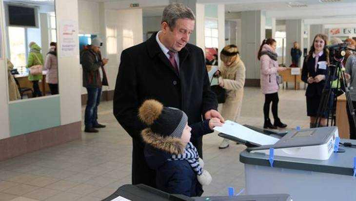 Лидер брянских единороссов Попков проголосовал на выборах президента