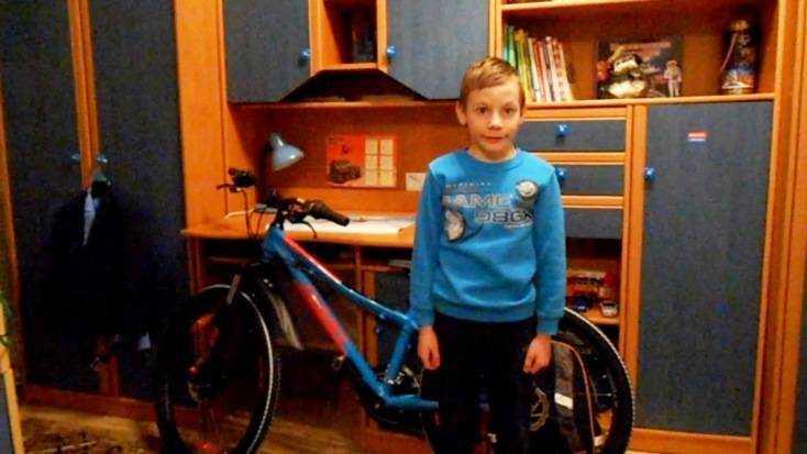 Брянский школьник получил велосипед от футболистов сборной России