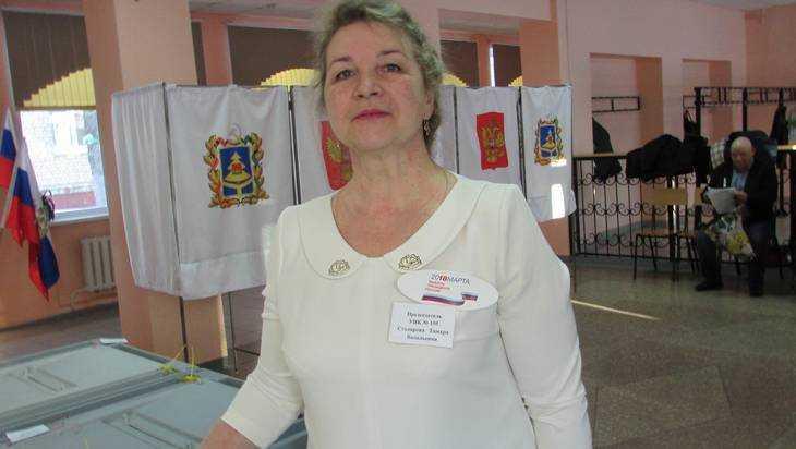 Глава брасовского избиркома надела белое платье в знак чистоты выборов