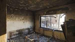 В Брянске спасатели эвакуировали человека из горевшей квартиры