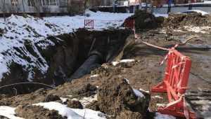 В Брянске опять начали ремонт коллектора, в котором утонул малыш