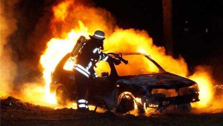 В Володарском районе Брянска вечером сгорел автомобиль