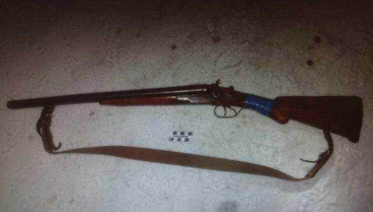В Брянске пьяный мужчина из ружья расстрелял легковушку и окна домов