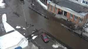 Жители Брянска пожаловались на затопление улицы Орловской