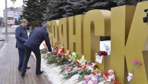 Брянский губернатор возложил цветы в знак скорби по погибшим в Кемерове