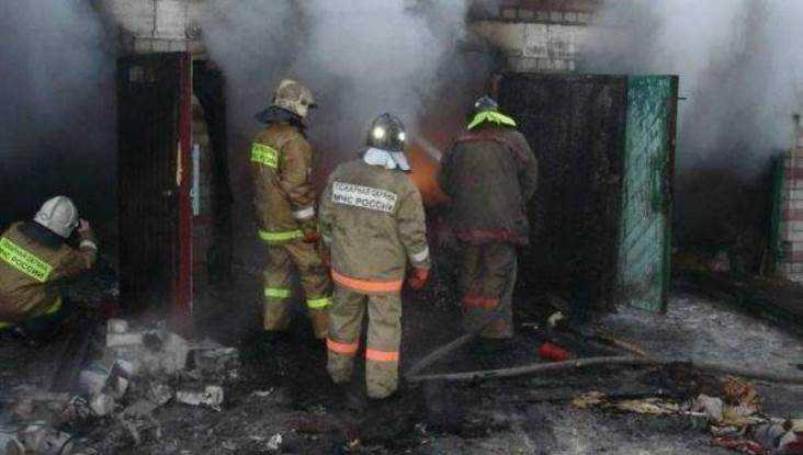 В Дятьковском районе сгорел гараж с автомобилем