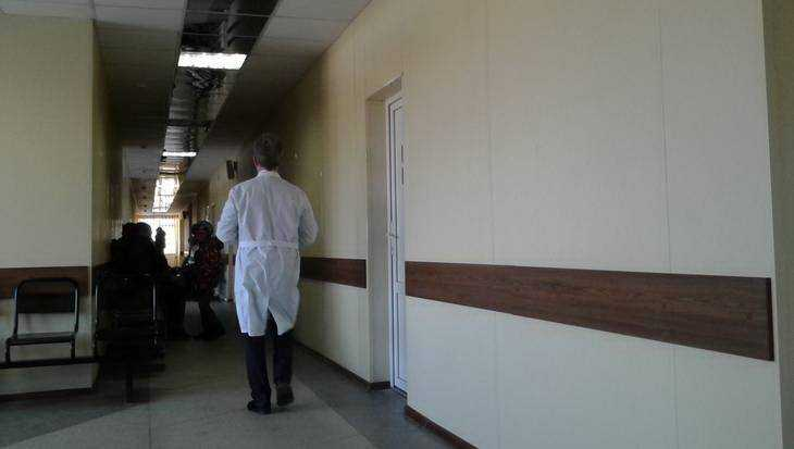 В Брянске погибла женщина, выпавшая из окна больницы № 1