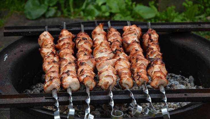 Роспотребнадзор опубликовал рекомендации по выбору мяса для шашлыка
