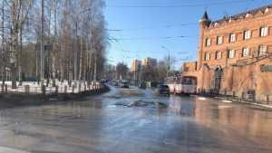 Брянские водители стали публиковать фото самых разбитых дорог