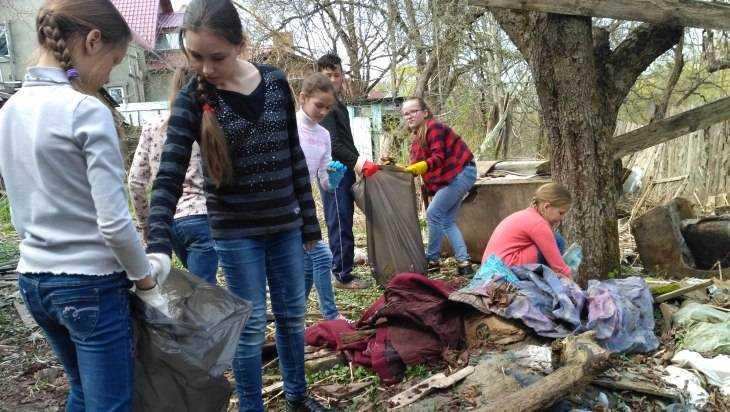 Жители Брянска провели субботник и убрали мусор в Нижнем Судке