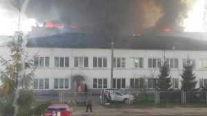 В Брянске потушили крупный пожар на деревообрабатывающем предприятии