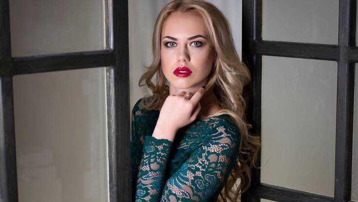 Брянская красавица сражается за звание «Лучший билетный кассир» РЖД