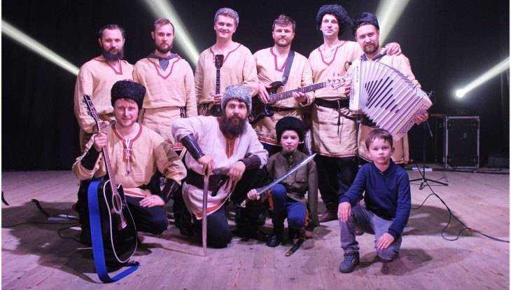 «Соловьи-разбойники» споют казачьи песни жителям Брянска и Суземки