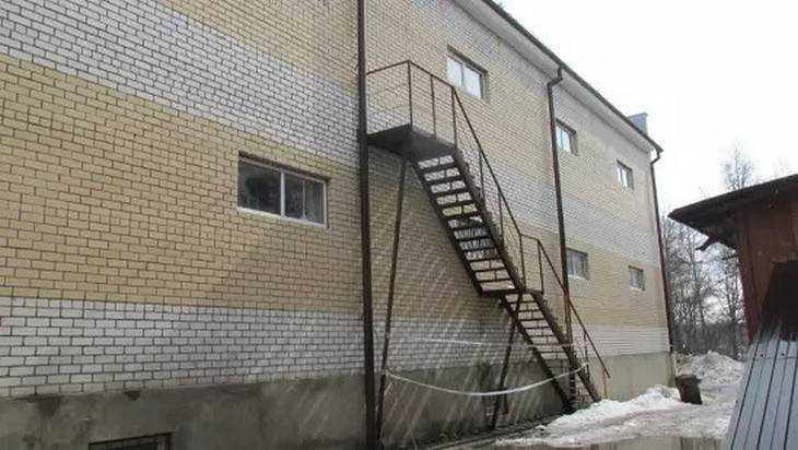 В Клинцах торговый центр построили с имитацией запасного выхода