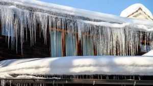 В Брянске возбудили уголовное дело после падения глыбы льда на ребенка