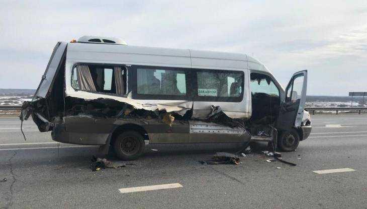 Под Брянском экскаватор врезался в маршрутку – пострадали пять человек