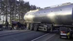 Под Почепом легковушка попала под бензовоз – погибли два человека