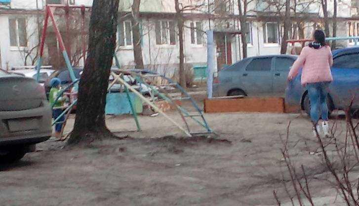 Жители Сельцо потребовали спасти их детей от машин