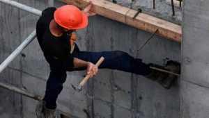 В Брянске погиб упавший с 14 этажа 41-летний каменщик