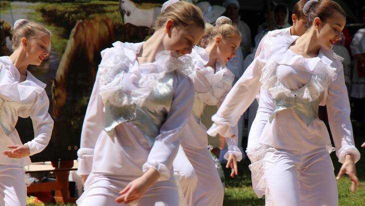К большому танцевальному проекту присоединились триста брянских детей