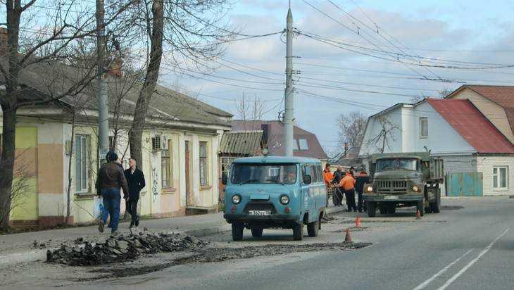 В Брянске отремонтировали за три дня 1300 квадратных метров дорог