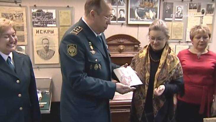 Таможня передала брянским музеям иконы и старинные книги
