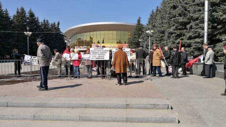 В Брянске прошел пикет в поддержку арестованного доктора Куприянова