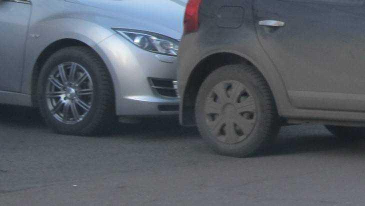 В Брянске перед Черным мостом столкнулись три автомобиля