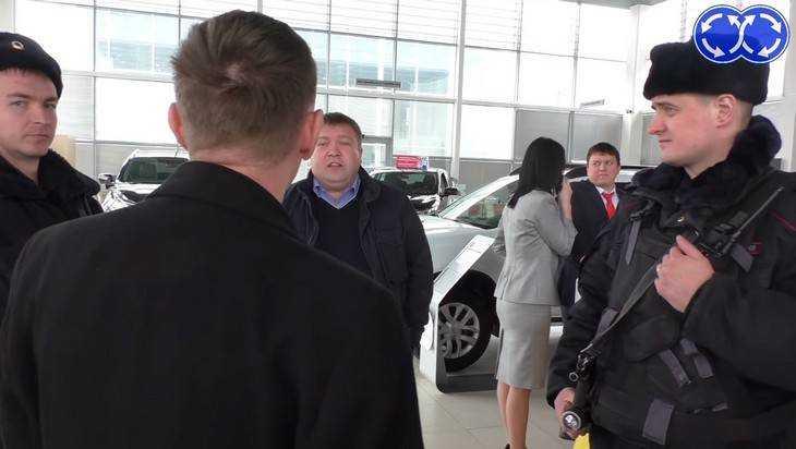 В Брянске случился скандал из-за проданной «Автомиром» иномарки