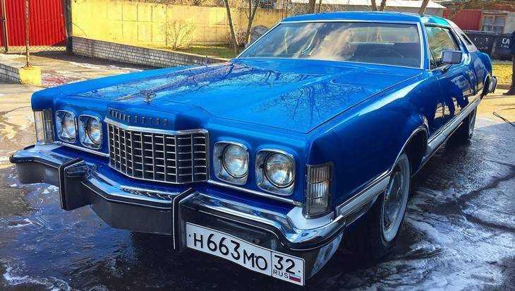 В Брянске за 1,5 миллиона рублей продают раритетный Ford Thunderbird