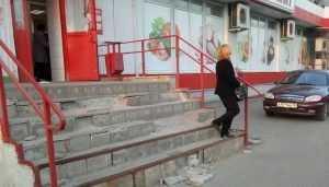 Жителей Брянска магазин «Магнит» удивил разрухой на входе