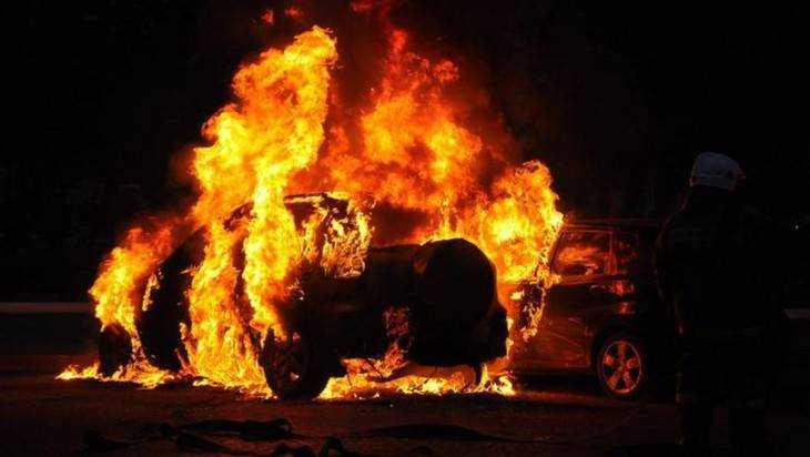 В Фокинском районе Брянска днем сгорел легковой автомобиль
