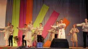Ансамбль «Веснушки» дал в Сельцо концерт «Листая страницы альбома»