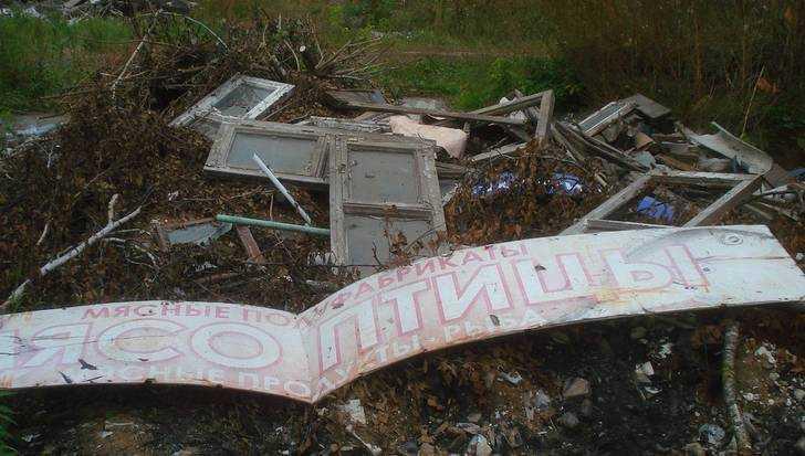 Житель Брянска рассказал о мусорном кошмаре возле Литейного моста