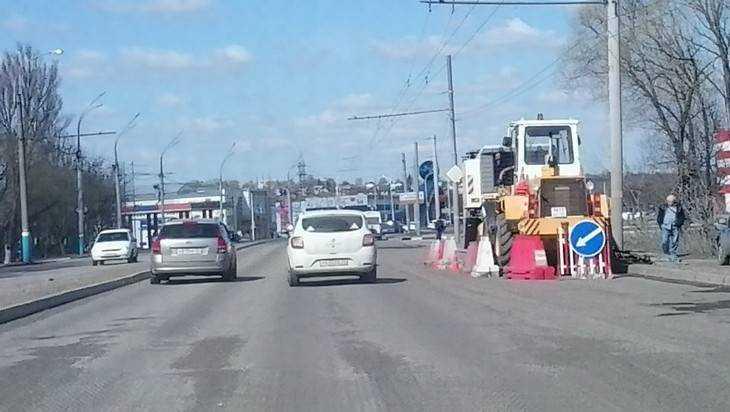 В Брянске ночью начали ремонтировать дорогу на Московском проспекте