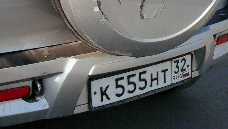 В Карачеве вор виртуозно снял запаску с автомобиля