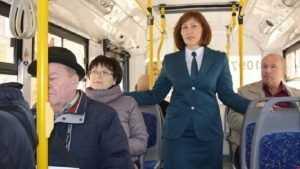 В брянском троллейбусе пассажирам напомнили о налогах